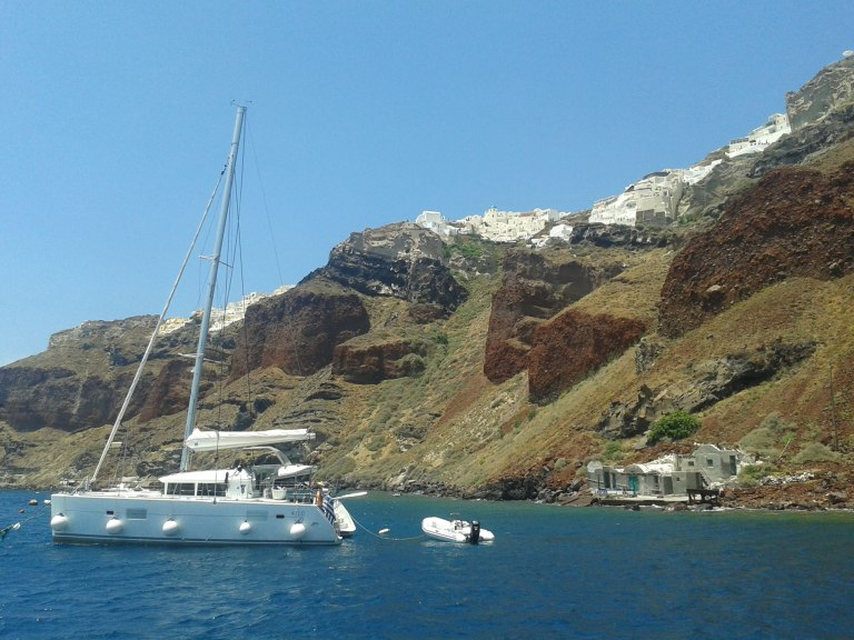 oia-sea-boat-shore