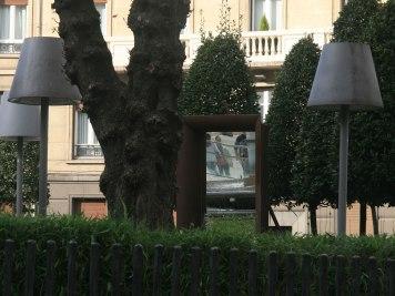 azkuna-ext-mirror-in-the-grass