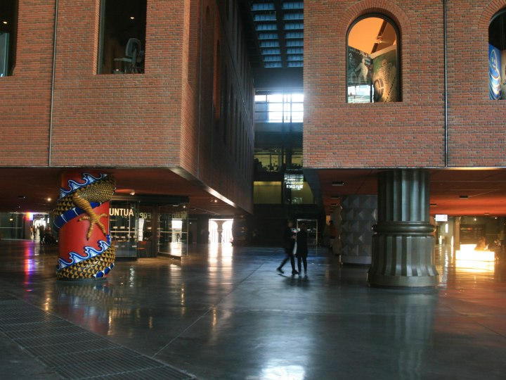 azkuna-lobby-columns